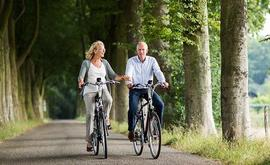 E-bikes testen - man en vrouw