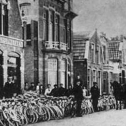 1913: Met paard en wagen aangeleverd