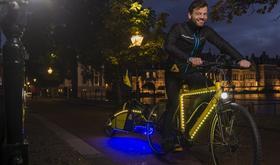 Nachtfietser doorkruist Nederland op Razer